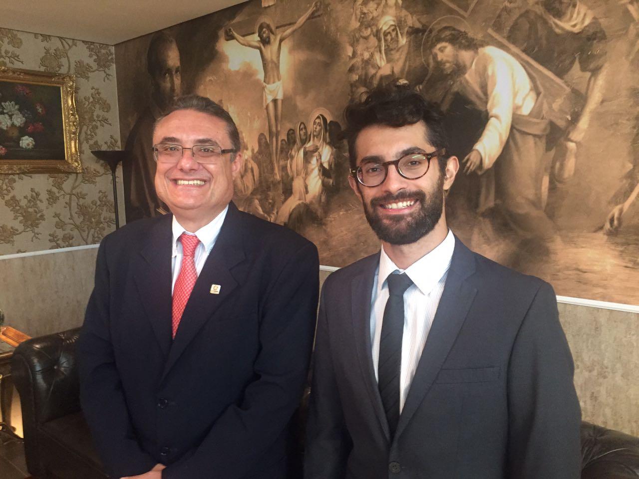 Eduardo Bandeira (esq.) e João Eugênio (dir.) durante cerimônia de premiação da CNBB. Imagem: Rede Catedral