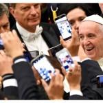 Em texto, Papa encoraja comunicadores a promoverem um trabalho construtivo e que promova a união. Imagem: AFP