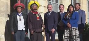Líder indígena faz campanha na Europa contra desmatamento no Brasil