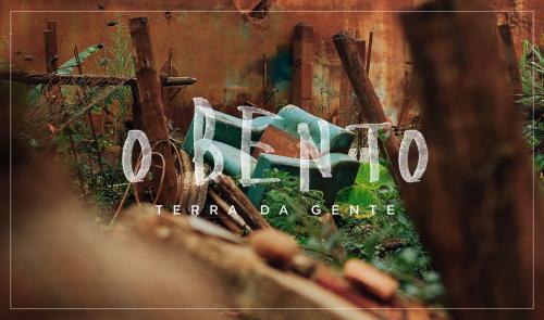 Documentário mostra vida das famílias após um ano do desastre ecológico em Mariana (MG).