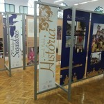 """Painéis estão expostos no espaço """"Cultura e Fé"""", na universidade. Imagem: Arquidiocese de BH"""